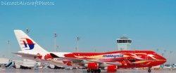 1:400 Phoenix Models Malaysia Boeing B 747-400 9M-MPD PH410058