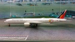 1:400 Phoenix Models Philippines - Philippine Airlines Boeing B 777-300 RP-C7774
